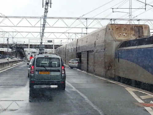 calais eurotunnel-train